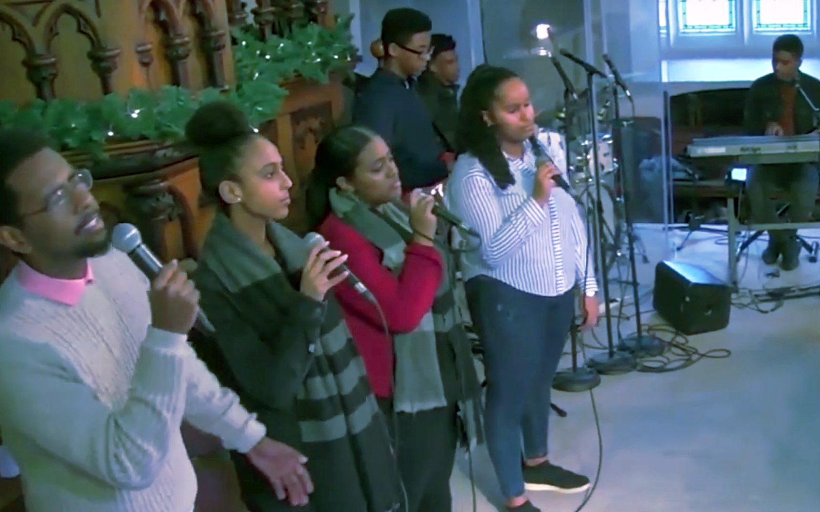 15+ የወጣት መዘምራን - 15+ Youth Choir